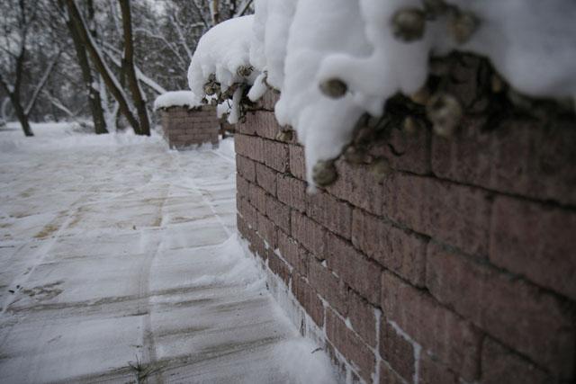 Usuwanie śniegu z kostki brukowej