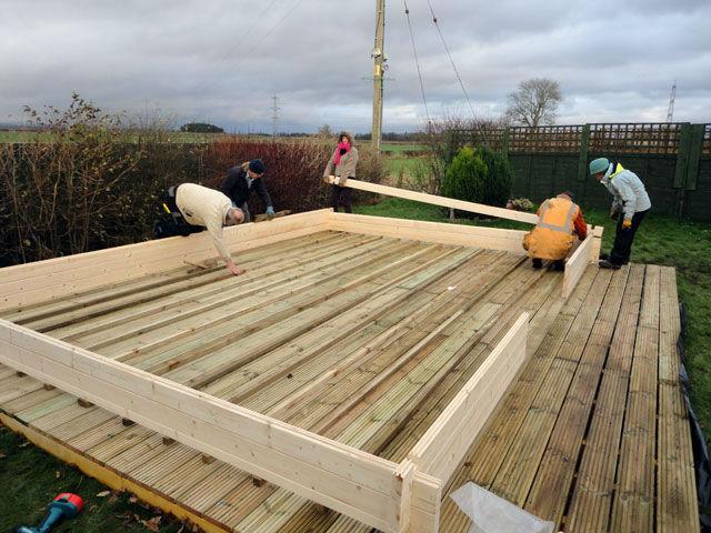 Budowa altan ogrodowych